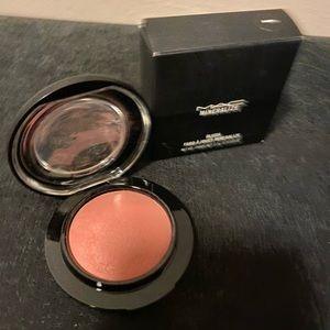 MAC Mineralize blush- Dainty
